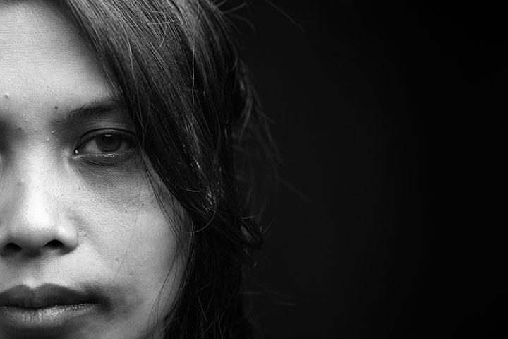شکنجه جنسی، جنایت علیه زنان بیخانمان/ جای خالی عدالت قضایی در قبال زنان آسیبدیده